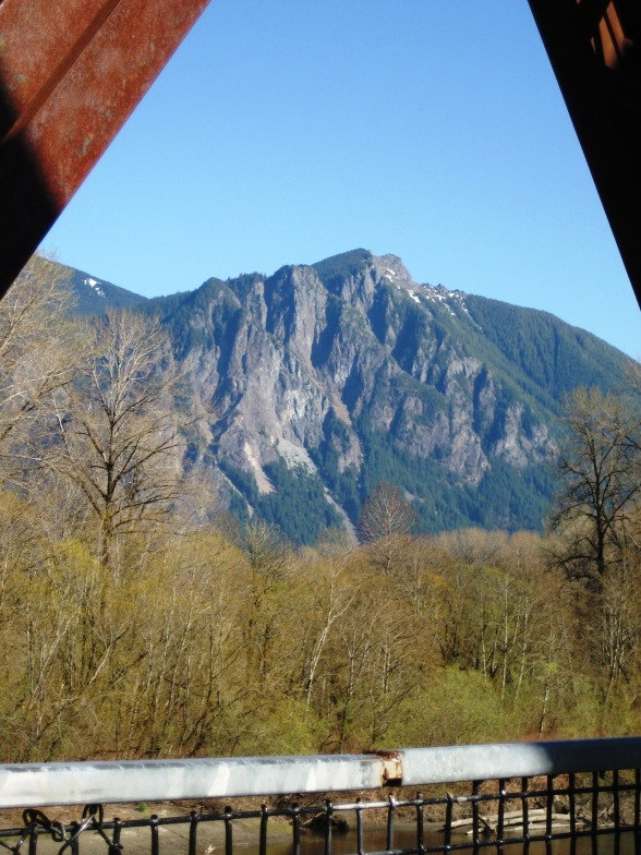 Mt. Si from the Bridge - vrc-